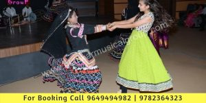 Guests Enjoying with Rajasthani Kalbelia dance in delhi